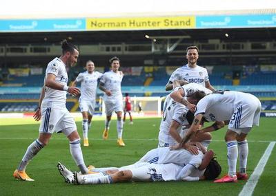 Leeds registra la primera victoria de Bielsa en la Premier League