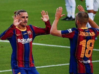 Griezmann decide para un Barcelona de menos a más