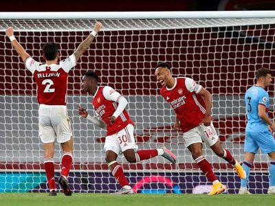 Arsenal vence sobre el final al West Ham