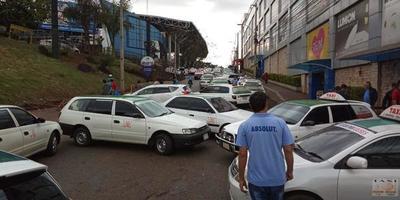 Taxistas de Ciudad del Este emplazan al Gobierno sobre reapertura del Puente de la Amistad