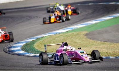Joshua Duerksen sigue escribiendo historia en la Fórmula 4