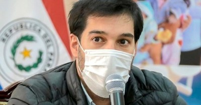 La Nación / Insultan a Sequera por ignorar a mujer encadenada frente a Salud Pública