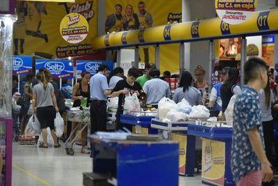 Leve aumento en confianza del consumidor en agosto