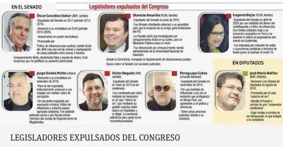 Senadores expulsados buscan volver a cargos a través de contubernios