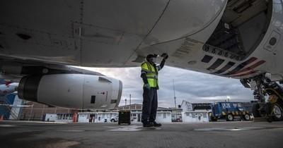 La Nación / Colombia reactiva vuelos comerciales internacionales