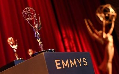 """""""Watchmen"""" y """"The Mandalorian"""" dominan las galas previas de los Emmy"""