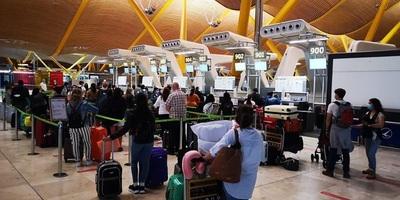 Casi 300 compatriotas y residentes llegan hoy desde España