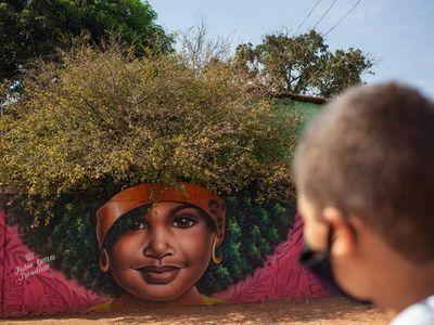 Una actriz de Hollywood saca del anonimato a un humilde grafitero brasileño