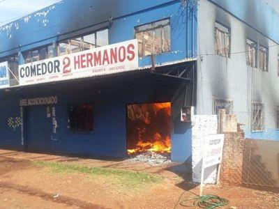 Incendio afecta a vivienda y salón comercial enSanta Rita