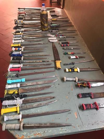 Incautan armas blancas durante requisa en penitenciaría de Emboscada