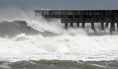 La tormenta Beta se acerca a la costa de Texas y el huracán Teddy a Bermudas
