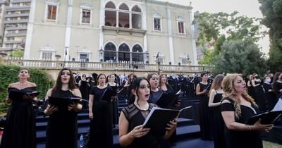 La Nación / Un palacio devastado en Beirut acoge un concierto
