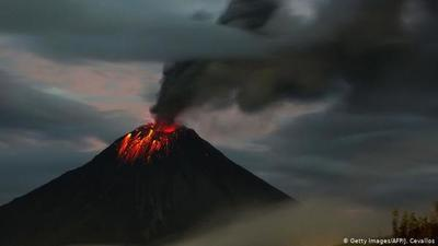 Cenizas de volcán Sangay se esparcen por 6 provincias de Ecuador