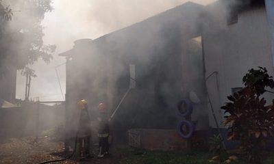 Fuego consume vivienda en Santa Rita