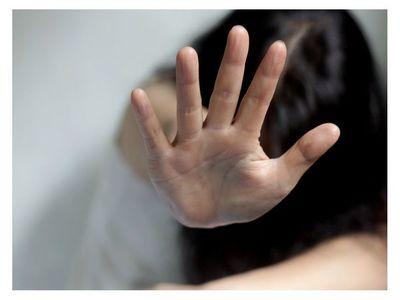 Profesor abusaba de su alumna y está prófugo