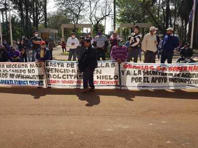 Labriegos exigen remoción del titular de la DEAG en Alto Paraná