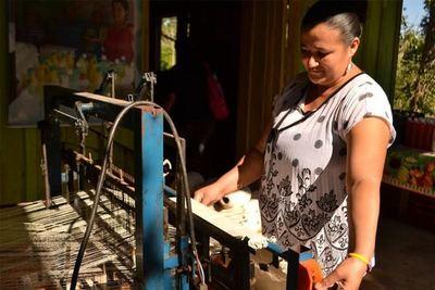 """Fuerte apoyo crediticio a mujeres emprendedoras con la línea """"Kuña Katupyry"""""""