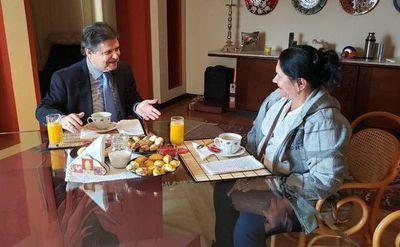 Euclides Acevedo se reunió con la mamá de Edelio Morínigo