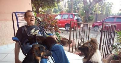 La Nación / Carlitos Vera, animalero nato: Freda, Ginger y Chompiras lo llenan de alegría