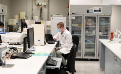 HOY / Vacuna de Oxford presenta nuevas complicaciones en voluntarios