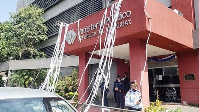 Ciudadanos piden renuncia de Quiñónez