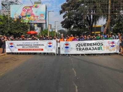 Gobierno APRUEBA APERTURA gradual de la frontera, pero no frena manifestación en CDE