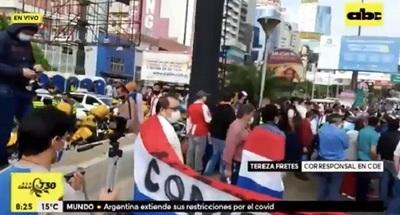Manifestantes cierran ruta en Ciudad del Este