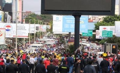 HOY / Manifestación en el Este: exigen la reapertura total del Puente de la Amistad