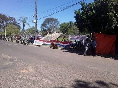 Campesinos se manifiestan en Ayolas