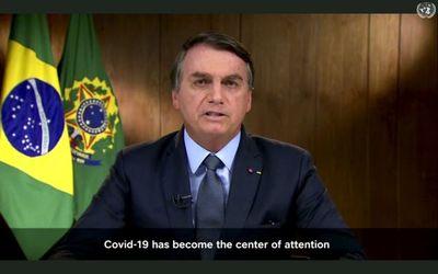 """Bolsonaro ataca a la prensa por """"diseminar el pánico"""" ante la pandemia y culpa a indígenas por incendios en la Amazonia"""