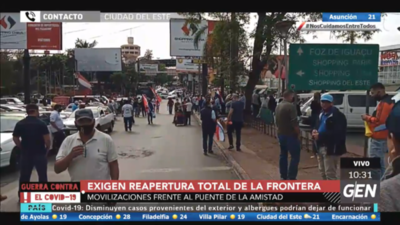 HOY / Sigue la manifestación en Ciudad del Este por parte de las personas que exigen la reapertura total de la frontera