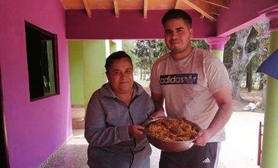 Crónica / En 28 años es la primera vez comió tallarín en su cumpleaños