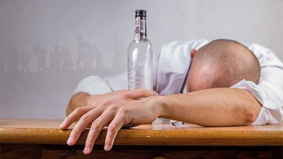 Pandemia y problemas mentales: alcohol y cannabis marcan paso de la disparada