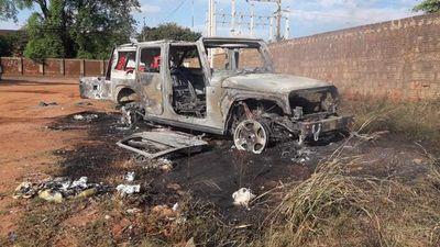 Sospechosa quema de vehículos de alta gama en Pedro Juan Caballero