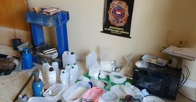 La Nación / Descubren laboratorio clandestino para procesar cocaína en Villa Elisa