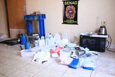 Desbaratan laboratorio de procesamiento de drogas y detienen a un brasileño