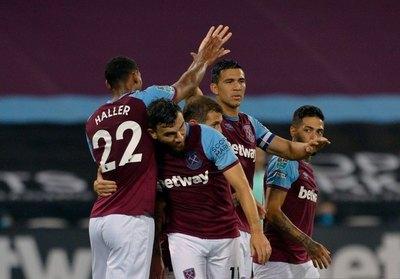 Con Balbuena como capitán y líder del equipo, West Ham golea y avanza