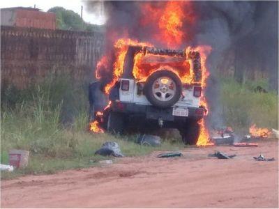 Incineran tres vehículos de alta gama en Pedro Juan Caballero