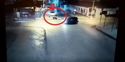 Motociclista busca a quien le atropelló y huyó