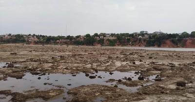 La Nación / Bajante histórica del río muestra posible cráter volcánico en Ita Pytã Punta