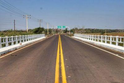 Culminan labores de asfaltado en tramo que conecta tres distritos de Guairá