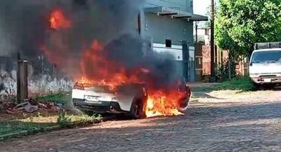 Llamativa quema de tres vehículos en Pedro Juan