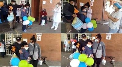 Niño con alta médica del Covid emociona a familiares y personal de blanco de Lambaré