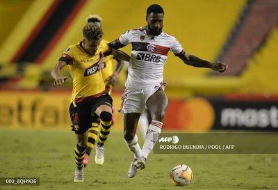 Flamengo resurge ante la adversidad y elimina a Barcelona
