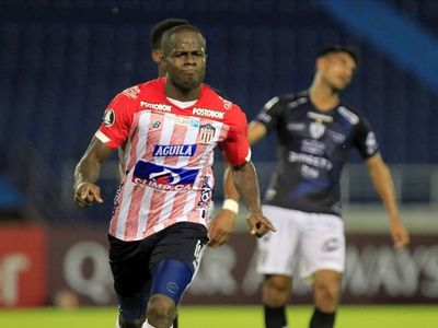 Junior golea a Independiente del Valle y sigue vivo