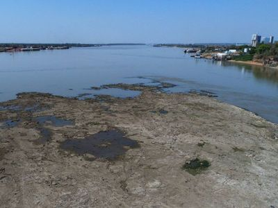 Sequía produce gran descenso en aguas del río Paraguay