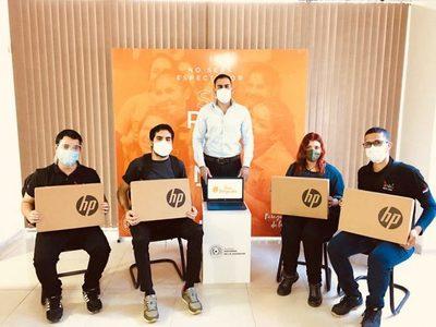 Entregaron notebook a jóvenes sanlorenzanos que viajarán a Taiwán