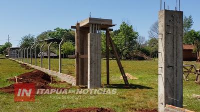 CONSTRUYEN CERCO PERIMETRAL EN ESCUELA DE APE AIME