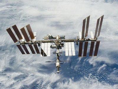 Estación Espacial realiza maniobra para evitar colisión con escombros