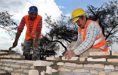 Refieren que la falta de cemento y los elevados precios paralizan obras